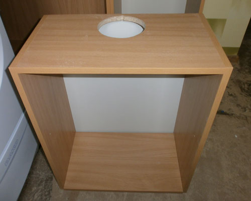 Рис. 2 Шкафчик для вытяжки с